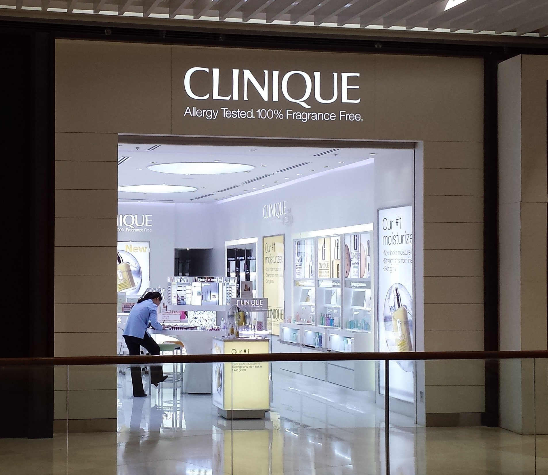 Clinique  shops