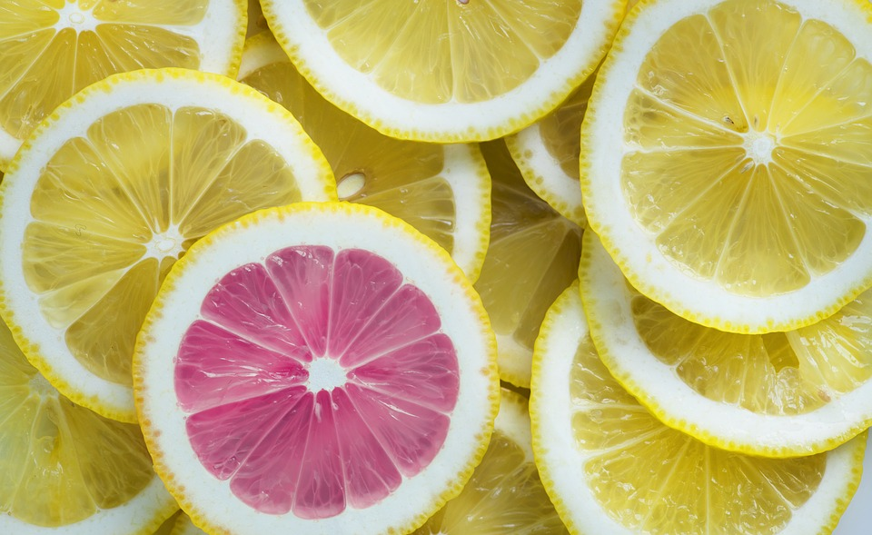 lemon slices for lemon juice